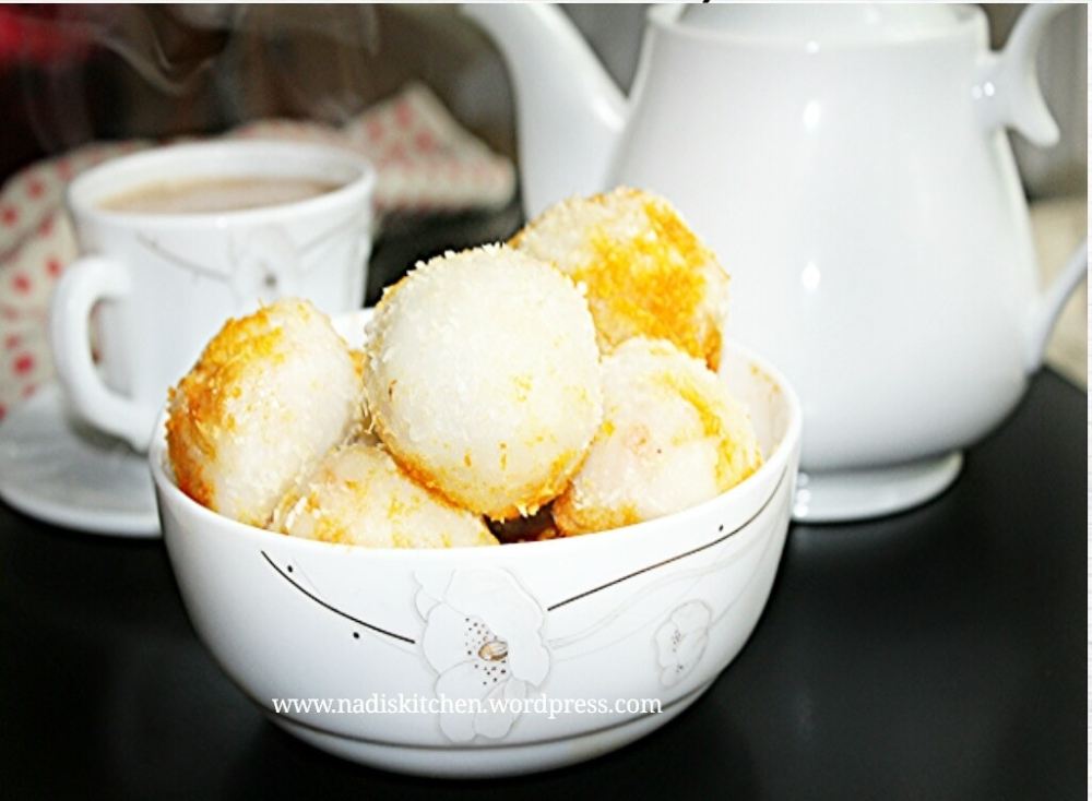 Chemmeen Unda Putt Recipe (Prawns stuffed steamed rice balls)