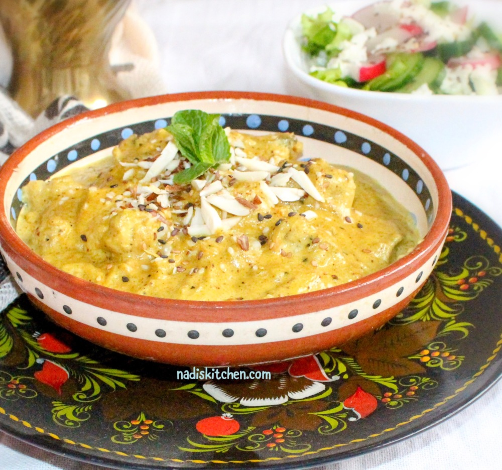 Indian chicken kurma/korma with almonds and sesame seeds